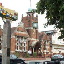 Caversham sign in the high street